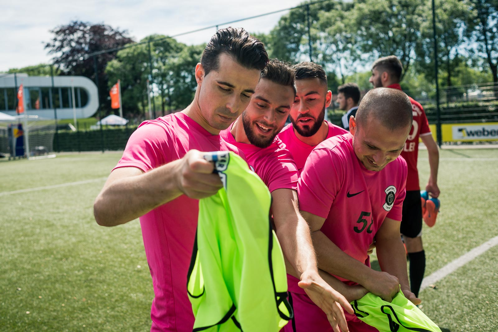 Players getting a bib during Red Bull Neymar Jr's Five football tournament