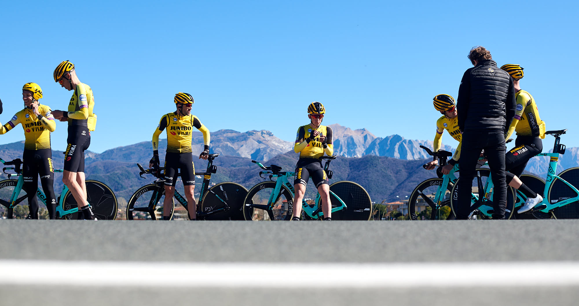 Jumbo-Visma cyclists during time trial strategy talk