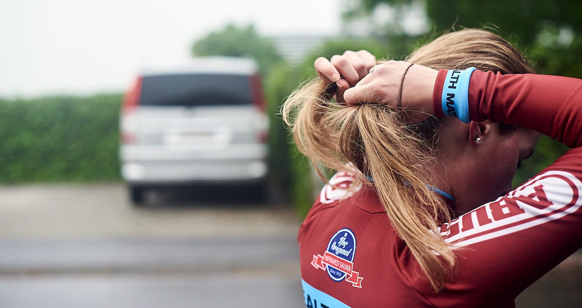 Elodie Kuijper fixing her hair