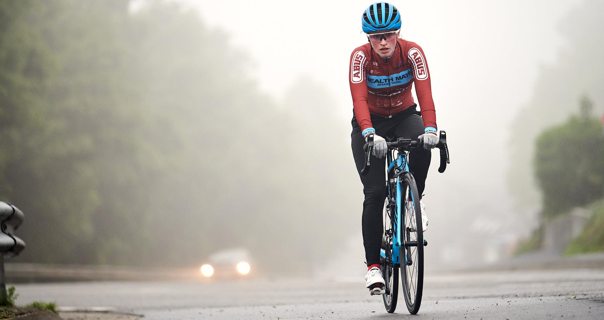 Elodie Kuijper riding her bike during training