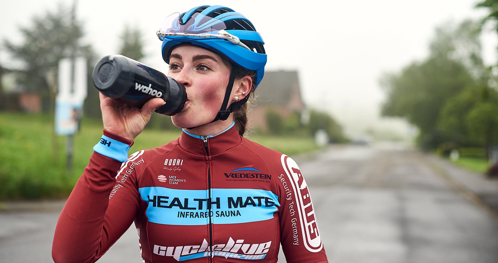 Elodie Kuijper rehydrating during training