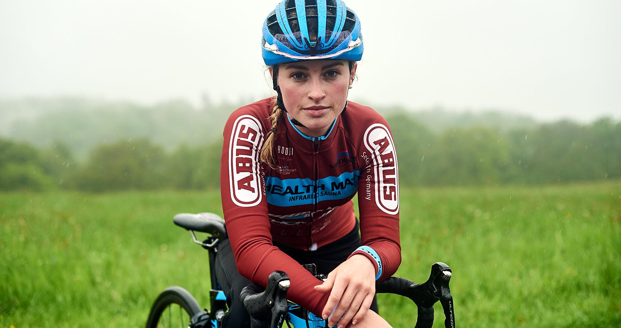 Portrait of Dutch cyclist Elodie Kuijper