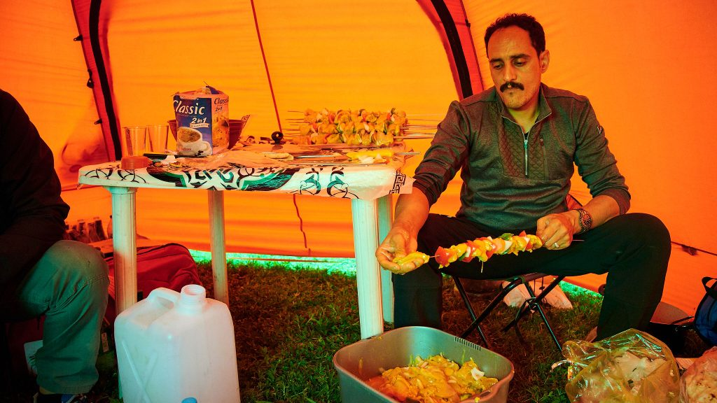 An Iranian cook preparing a meal in Dar valley