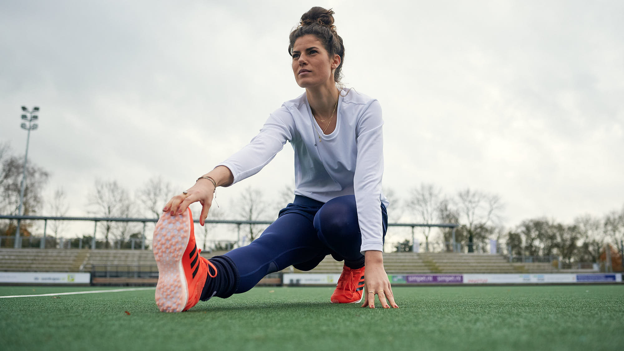Maxime Kerstholt stretching on a hockey pitch