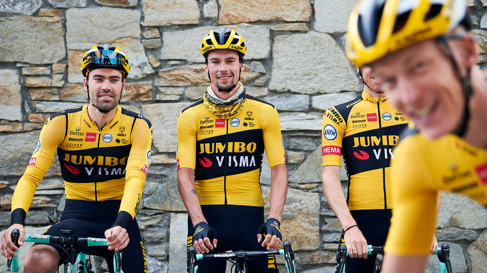 Robert Gesink fooling around during a group photo